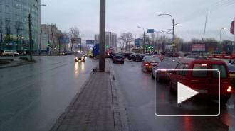Пять человек пострадали в ДТП на Дунайском проспекте в Петербурге