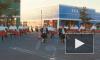 В интернете появилось видео клипа OK Go: он снят непрерывным планом, в кадре 2 тысячи человек с зонтиками, используются дроны
