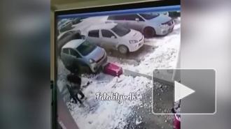 Из-за падения глыбы снега на малыша в Находке прокуратура проводит проверку