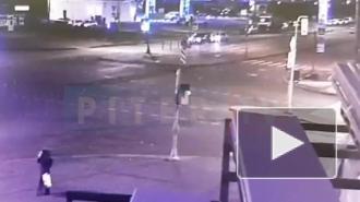 Момент ДТП на перекрёстке Маршала Захарова и Десантников попал на видео
