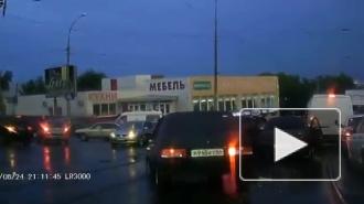 В Саратове китайский грузовик протаранил более 30 автомобилей