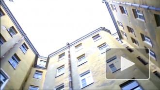 """Девочка прыгнула """"на спор"""" со второго этажа и оказалась в реанимации, родители в больницу не пришли"""