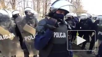Протестная акция проходит в Варшаве у памятников жертвам авиакатастрофы под Смоленском