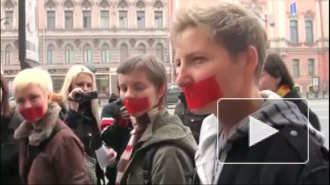 Представители ЛГБТ-сообщества прошли по Невскому с заклеенными ртами