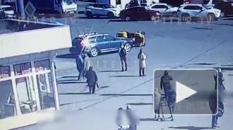 Видео: мужчина упал с квадроцикла на перекрестке Дыбенко и Большевиков