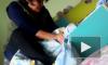 """Жесткое видео из Казахстана: Воспитательница душит малышку, чтобы """"успокоить"""""""