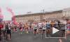 В Петербурге бегут марафонцы, затрудняя проезд транспорта