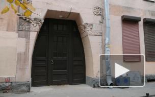 """В фонде """"Внимание"""" рассказали о реставрации исторической двери в доме Эрлиха на Зверинской улице"""