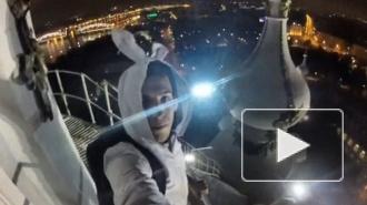 """""""Руферы-кролики"""" забрались на крышу Смольного собора"""