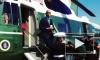 Барак Обама умудрился отдать воинское приветствие со стаканом в руке