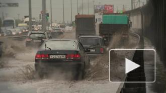 Юг Петербурга затопило дождевой водой