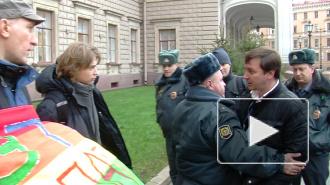 Пикет геев возле Мариинского разозлил прохожих