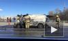 На Каменноостровском мосту горит фургон: жертвами огня едва не стали зеваки-петербуржцы