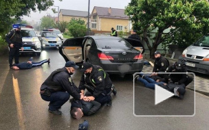 Видео: В пригороде Киева десятки человек в балаклавах ...