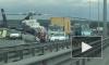 Девушку-мотоциклистку госпитализировали на вертолете после страшной аварии с фурой и автобусом на КАД
