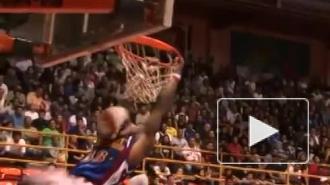 Видео: баскетболиста пришибло рухнувшим щитом