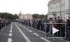 На Дворцовой площади произошло множественное рукопожатие с криками удовольствия и танцами