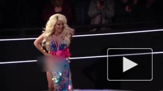 Курьёзное видео: у британской травести-дивы порвалось платье в прямом эфире