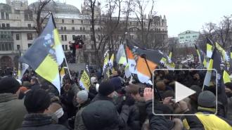 Виталий Милонов ударил по российскому флагу