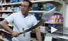 В США грабители с мачете нарвались на продавца с ятаганом. Инцидент сняла камера наблюдения