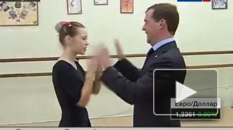 После суровой речи про Евро-ПРО Медведев сплясал «ладушки» с карельскими детьми