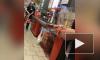 """Видео: в """"Дикси"""" охранник сорвался на покупательницу, накричав на нее за вопрос про цену товара"""