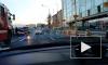 На Выборгской набережной автомобиль такси въехал в мотоциклиста