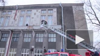 За этот день в Петербурге эвакуировали более 30 объектов