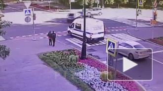 Видео: две легковушки влетели в друг друга на Васильевском острове