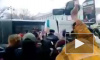 Полиция Петербурга жестко разогнала акцию феминисток на Невском