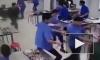 Видео: в Китае дикий кабан ворвался в столовую, разогнал людей и умер