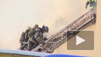 Пожарные эвакуировали из горящего дома 15 человек, в том числе двух детей в возрасте 8 и 15 лет
