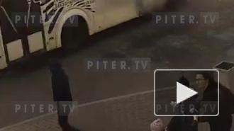 В Петербурге кусок лепнины упал на коляску с ребёнком