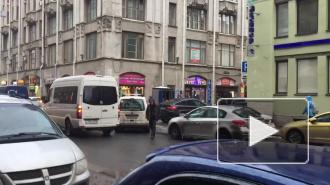 Появилось видео с Сенного рынка, где ОМОН пересчитывает мигрантов