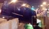 На Новочеркасском проспекте микроавтобус грациозно повис над переходом после ДТП
