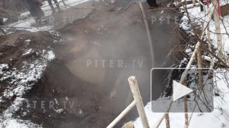 Видео: специалисты ликвидируют дефект на теплосети на 7-й линии В.О.