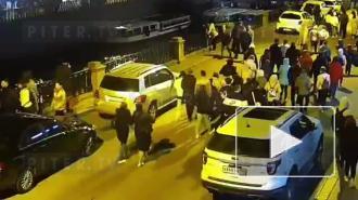 На канале Грибоедова панки выстрелили мужчине в ногу