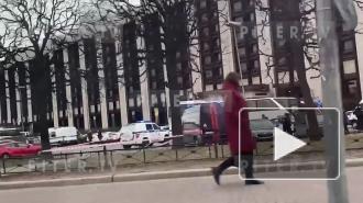 Подробности: полицейские Петербурга разыскивают ищет мужчину, ранившего ножом двух человек