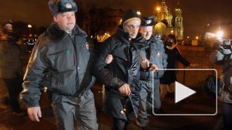 Художник Петр Павленский устроил Майдан в Петербурге