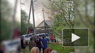 В Екатеринбурге загорелись несколько жилых домов и построек