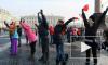 Сердце из 200 петербуржцев выстроили на Дворцовой площади