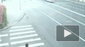 Гибель мотоциклиста на Васильевском острове зафиксировала камера видеонаблюдения